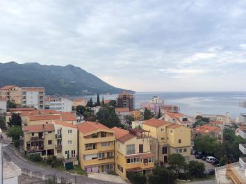 Трехкомнатная квартира в Бечичи с 2 балконами и видом на море
