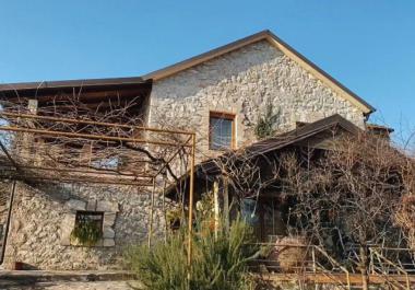 3-этажный каменный дом в 4 км от Подгорицы с хорошим видом