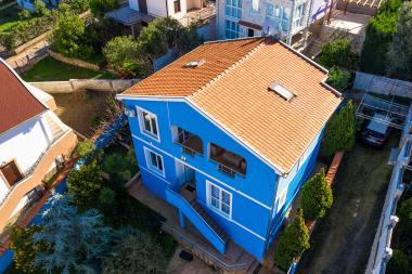 Трехэтажный дом в Утехе, Кунье с сауной и видом на море