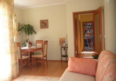 2 комнатная люкс квартира в Сутоморе с балконом