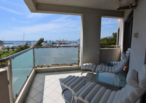 Роскошные апартаменты в Баре с тремя спальнями в 100 м от моря
