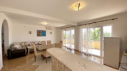 Новый 2-х этажный дом в Сутоморе в 750 метрах от моря