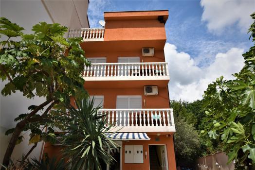 4-этажный мини-отель в Будве в тихой части города 800 м от моря