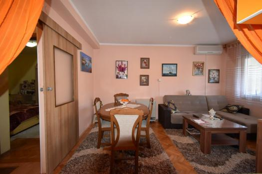 Очень хорошая 3 комнатная квартира в городе Тиват, всего в нескольких шагах от моря