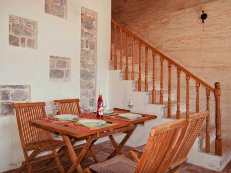 Уникальный 3-х этажный дом на берегу залива в Росе