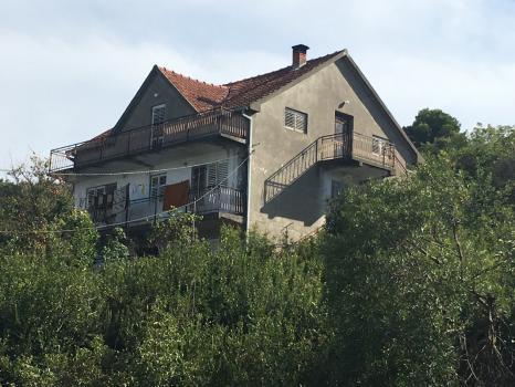 Дома на капитальный ремонт или снос с хорошим участком, Kaludzerovina