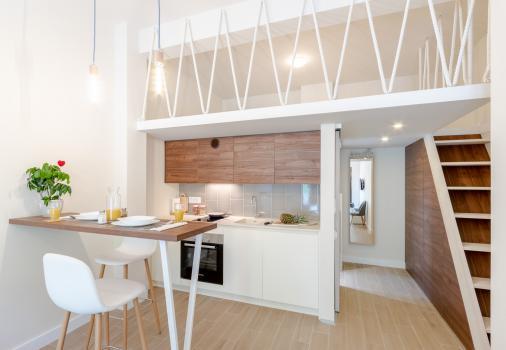 Полностью меблированная квартира-студия 25м2 + 9м2 антресоль-мансарда с отдельным двориком