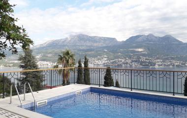 Великолепная вилла 300 м2 с бассейном и потрясающим панорамным видом в Zhvinje