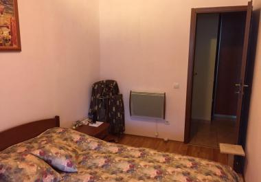 Меблированная квартира 79 м2 с двумя спальнями в Будве