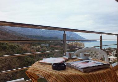 Квартира в Бечичи, в тихом и уютном месте с видом на море