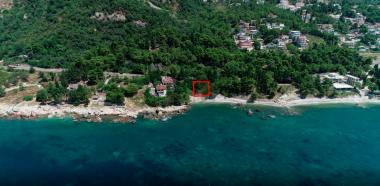 Земельный участок 570 м2 для строительства двух-этажная вилла площадью 220 м2 с собственным пляжем