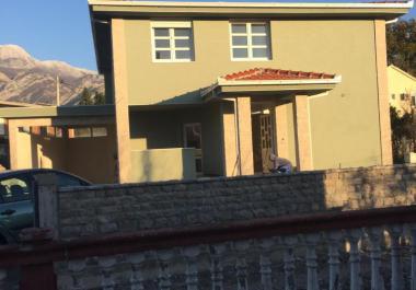 Новый дом в Поле, Бар в очень тихом районе, отличный вариант для жизни