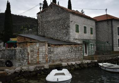 Дом в Лепетане, Тиват, 1 линия моря для восстановления