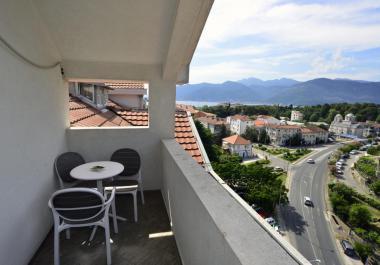2-комнатная квартира с панорамным видом сверху в центре Тивата