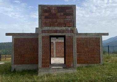 Земельный участок с 2 строительными домами в Питомино