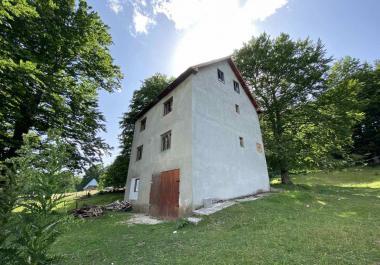 Дом с большим участком земли в Мотичком Гае, Жабляк под гостиницу