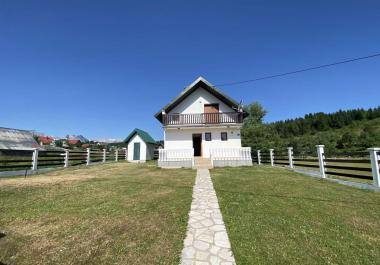 Теплый кирпичный солнечный дом в Жабляке с панорамным видом на долину