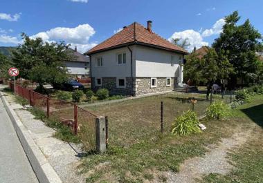 Земельный участок с домом в центре Колашина для строительства гостиницы